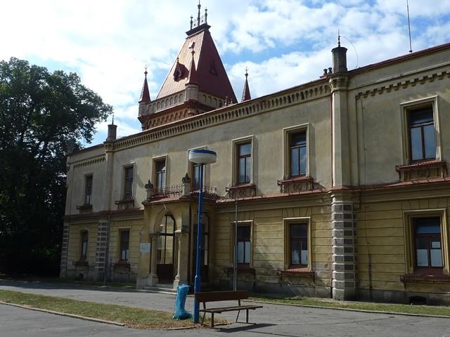 Propamatky.info: Na zámku v Přílepích sídlila svého času porodnice.